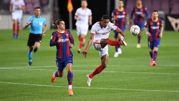 «Барселона» обратила внимание на спорное судейское решение в матче с «Севильей»: видео