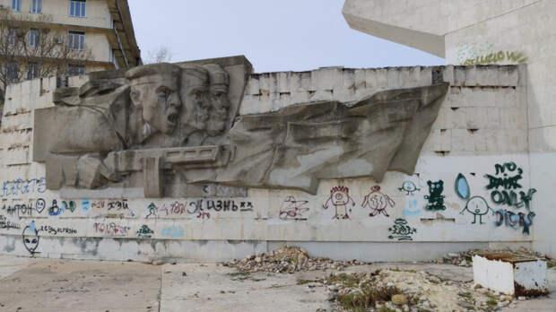 Разрисовавших Штык и Парус в Севастополе вандалов пытаются найти