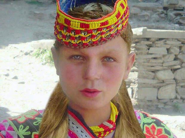 Представительница народа Калаши. Они проживают в Пакистанском Памире.
