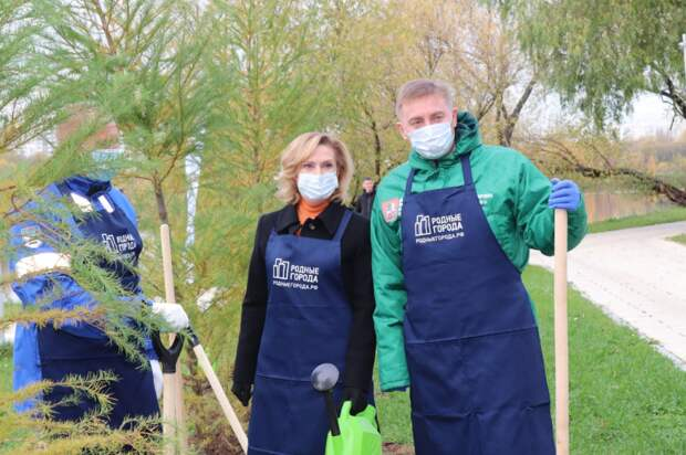 Сенатор Инна Святенко приняла участие в экологической акции вместе с волонтерами МНПЗ/ фото из личного архива