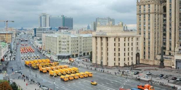 В Москве начался парад коммунальной техники / Фото: mos.ru