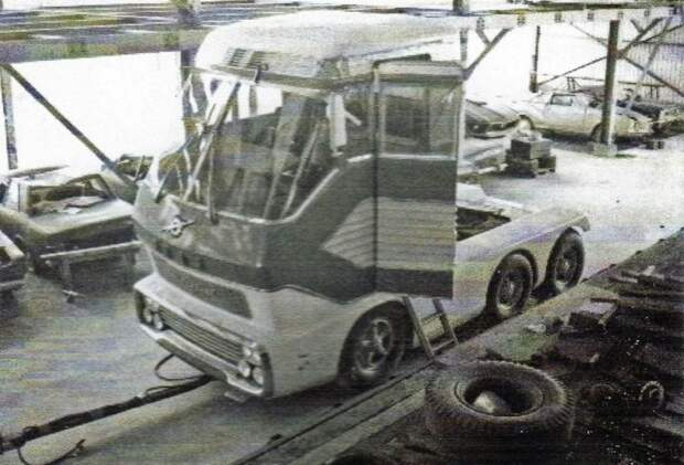 """Уникальный грузовик """"Big Red"""" восстановили за огромные деньги, но держат машину в секрете"""