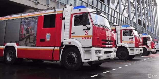 Одного человека спасли из квартиры при пожаре на улице Мневники