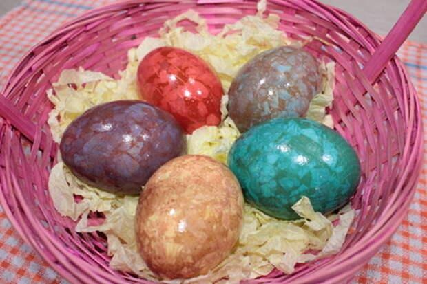Фото к рецепту: Мраморные яйца на пасху