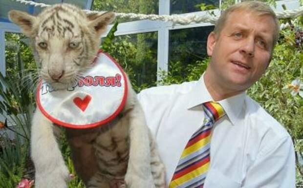 Симферопольский телеведущий – владельцу зоопарка«Сказка»: «Что ты ноешь и ноешь бандеровским СМИ?»