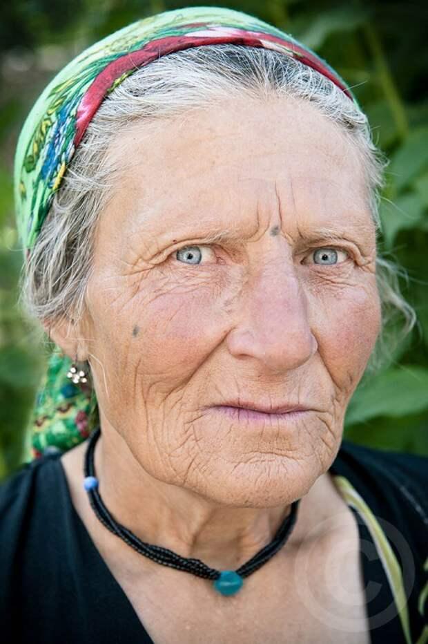 Чем вам не бабушка Люба из любой части России...?