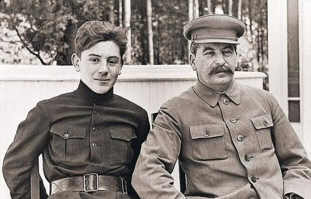 Почему сына Сталина похоронили в Казани