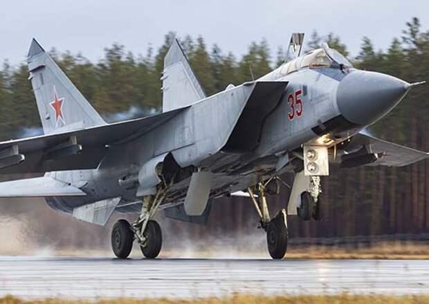 Лётчики высотных истребителей-перехватчиков Западного военного округа отработали ведение воздушных боёв