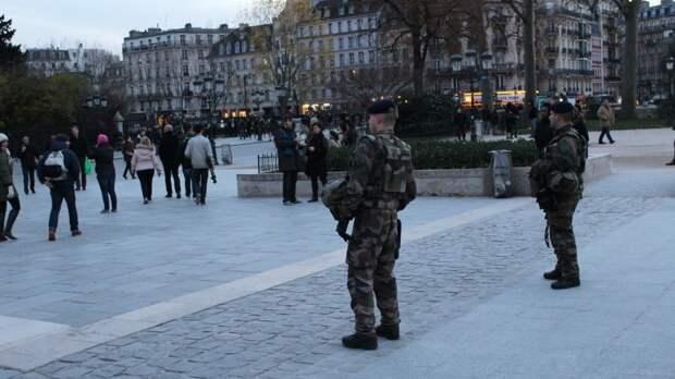 Французские военные предупредили Макрона об угрозе гражданской войны