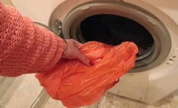 Кладем пакет в стиральную машину: чистит одежду статическим электричеством