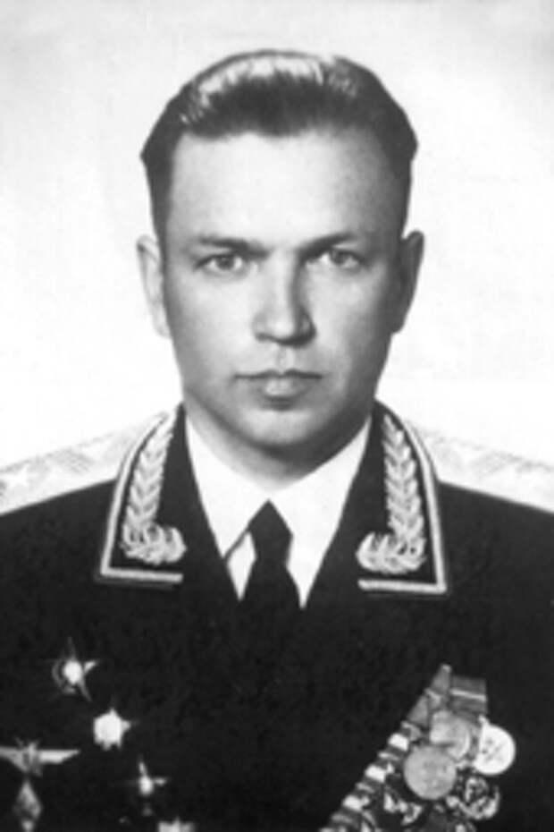 Лётные знаки  СССР,  которые выше орденов