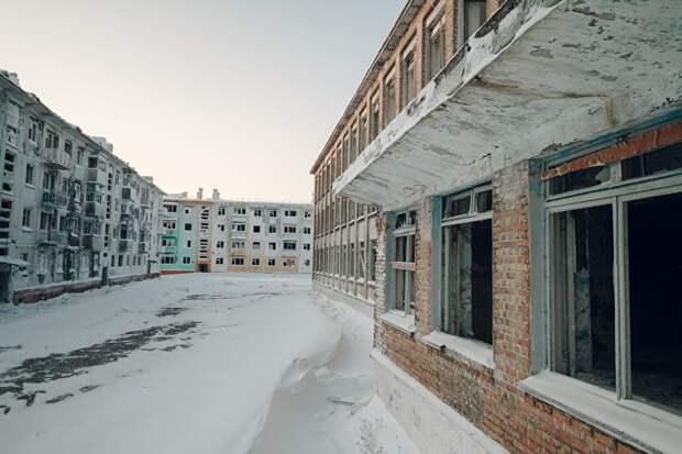 Школа № 32 в Воргашоре закрылась недавно. Крепкое большое кирпичное здание могло бы прослужить еще несколько десятков лет, уверены местные жители