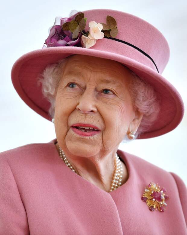 50 оттенков розового: 95-летняя королева в нарядах своего любимого цвета