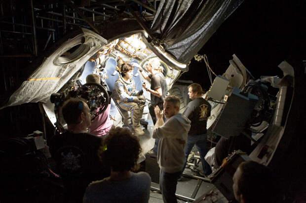 Почему россияне без воодушевления отнеслись к полету актеров на МКС?