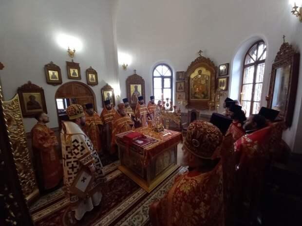 В день памяти вмч. Георгия победоносца епископ Серафим совершил Божественную литургию в Георгиевском храме.