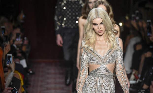 Модный показ раскритиковали за слишком открытые платья