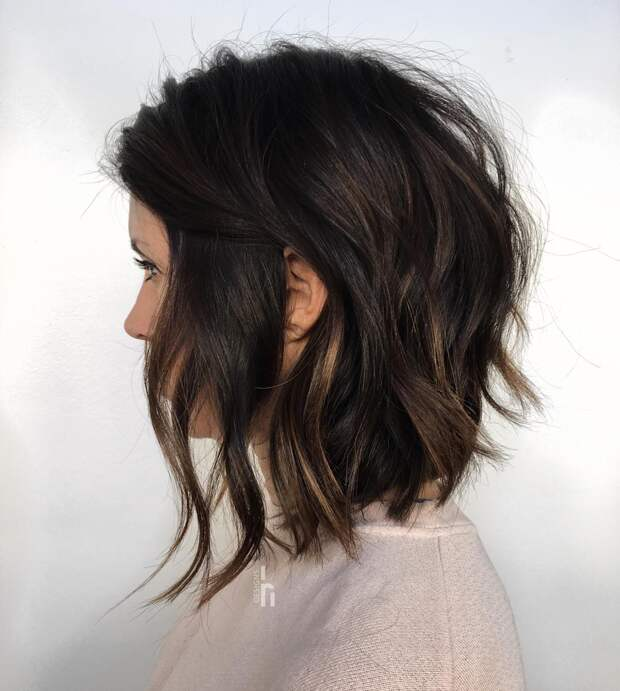 12 безупречных стрижек для леди старше 30 лет на густые волосы 2021