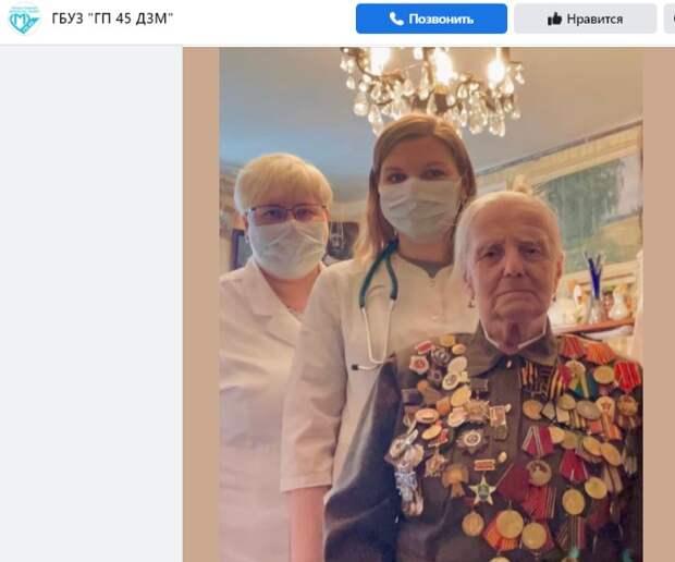 Медсестра из поликлиники на Смольной сопровождала ветерана на парад