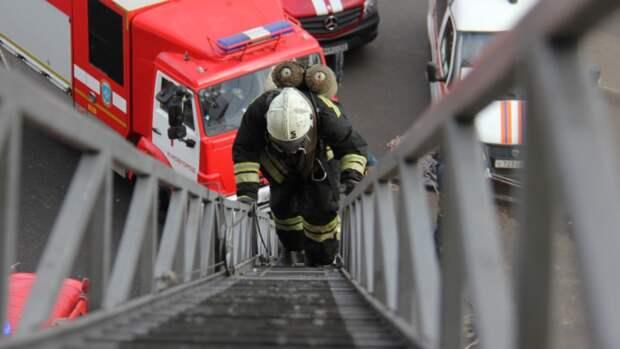 Житель Стародуба и полицейский спасли двух девочек из горящей квартиры