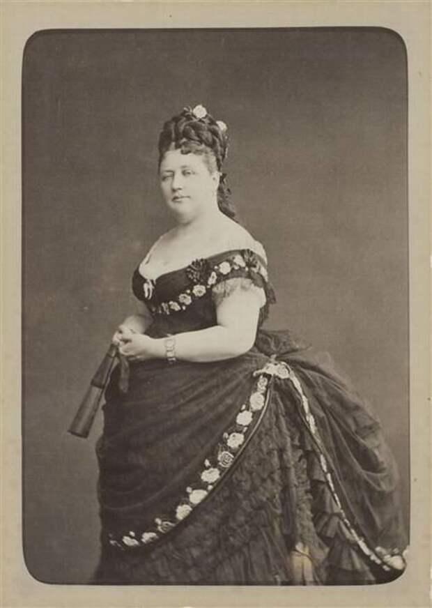 Как выглядели дамы с лишним весом в платьях 19 века?