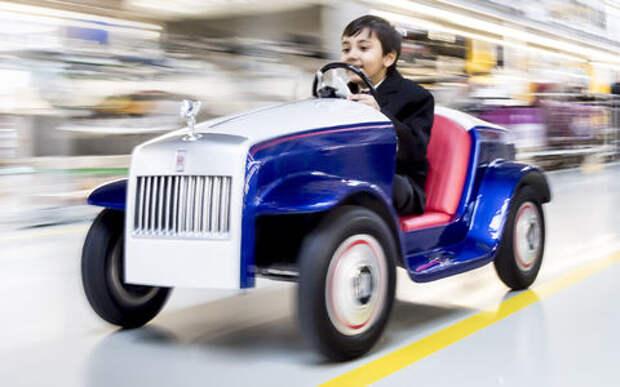Все лучшее – детям: фирма Rolls-Royce выпустила самую маленькую модель