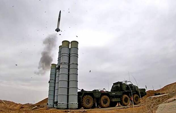 С-400 Лукашенко против «Байрактаров» Зеленского. Война назначена на 2025 год?