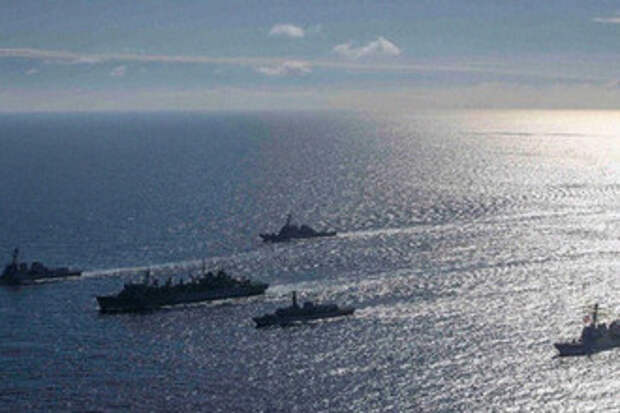 Гребите отсюда: Российские корабли сорвали учения Украины и США