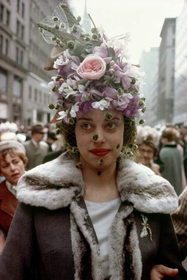 Женщина во время ежегодного пасхального парада, Нью-Йорк, 1964 год.