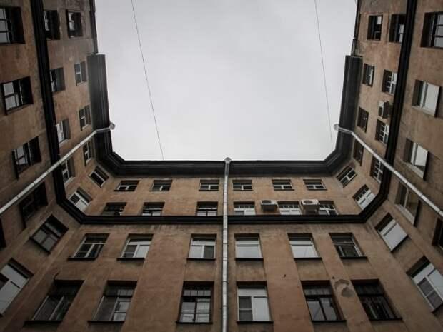 Годовалый ребенок выпал из окна в центре Петербурга