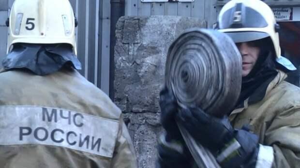 Пожарные тушат частную животноводческую ферму в Красноярском крае