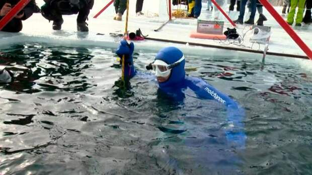 Новый рекорд: россиянин Алексей Молчанов нырнул в Байкал на 80 метров