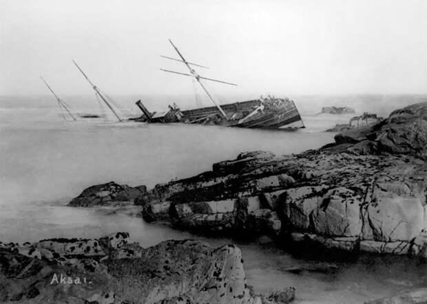 Старинные фото тонущих кораблей, которые снимала британская семья больше 150 лет
