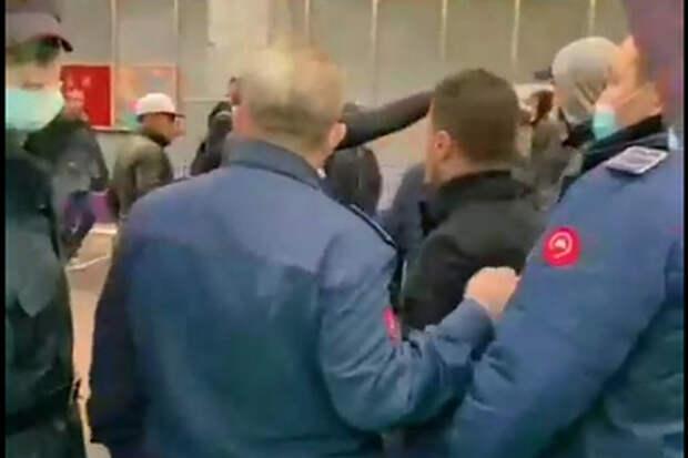 Свидетельницу конфликта с кавказцами в московском метро накажут