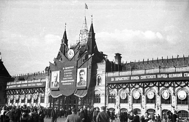 На фото: на Красной площади во время празднования 800-летия со дня основания Москва. 07 сентября 1947 года.
