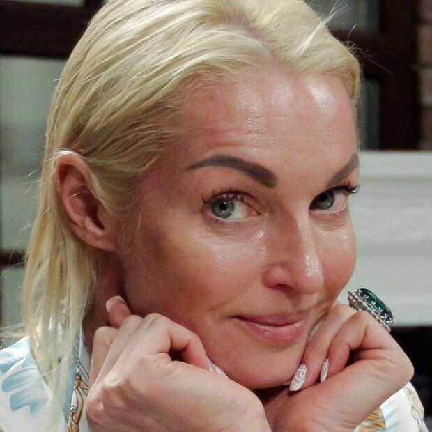 Волочкова подала в суд на коммунальщиков из-за пятен на потолке