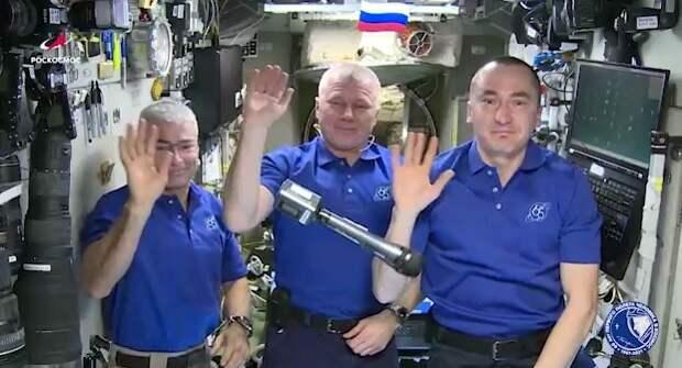 Космонавты Роскосмоса и NASA поздравили землян с Днём Победы