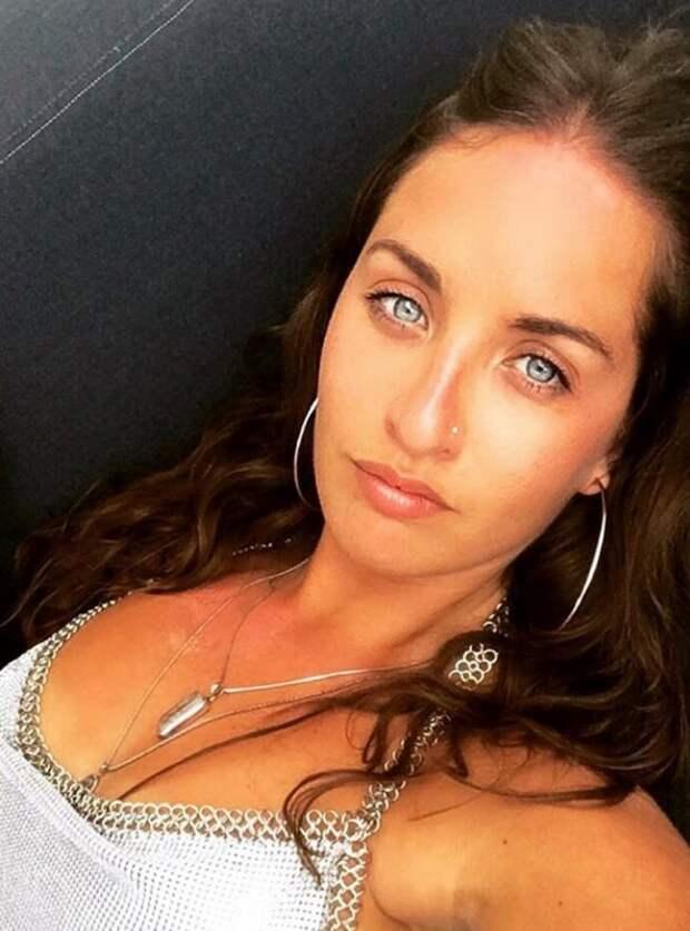 Квартира-убийца: девушка чуть не умерла от плесени на стенах дома