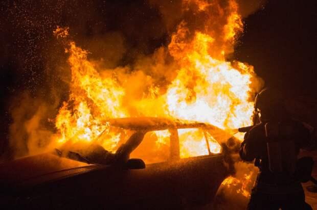 В Северном Медведкове водитель иномарки заживо сгорел в своей машине