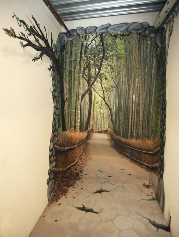 Картина в торце коридора