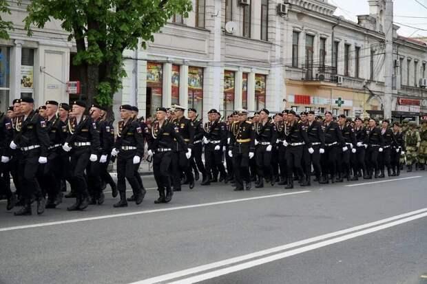 В Симферополе прошла репетиция парада ко Дню Победы. Фоторепортаж