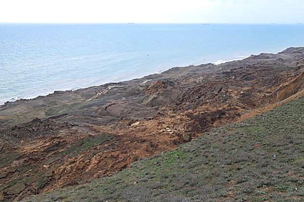 Более 50 метров берега рухнуло из-за оползня в Краснодарском крае