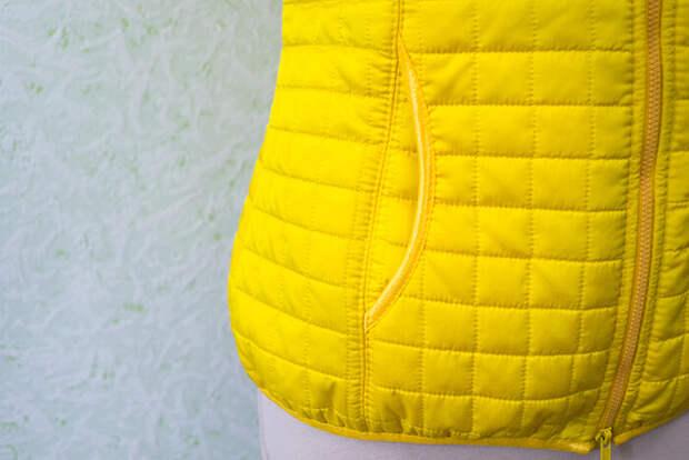 Стёганая куртка с карманами в швах