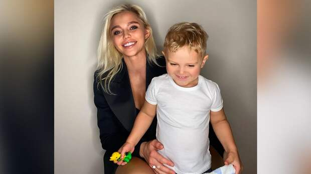 «Хороший у тебя вкус». Жена Кокорина оценила выбор их трехлетнего сына марки автомобиля: видео