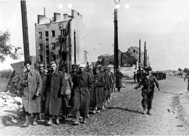 Пленные польские солдаты