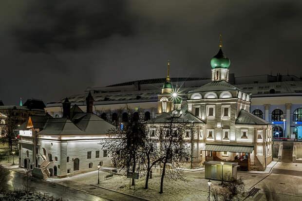 Церковь Максима Блаженного и Старый английский двор (парк Зарядье)