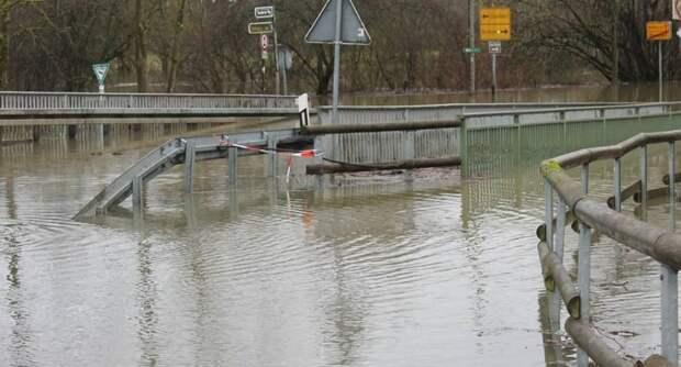 Наводнение в Германии: до критической отметки поднялся уровень Рейна