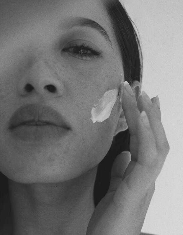 Сушит или очищает: как использовать косметику с глиной и зачем