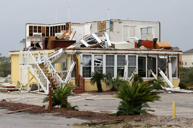 """Ураган """"Салли"""" обрушился на южные штаты США и двигается на север"""