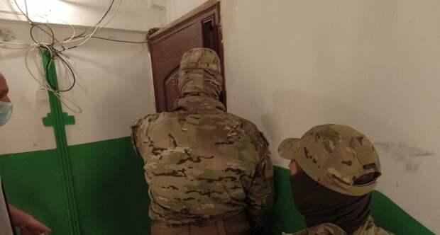 Сотрудники ФСБ задержали членов экстремисткой ячейки в Крыму