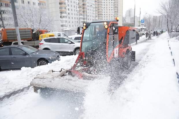 Уборка улиц в ЮВАО / Фото: Артур Новосильцев